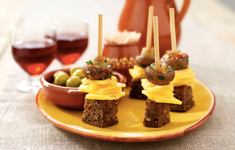 Pinchos van Vlaskaas en champignons (12 stuks)